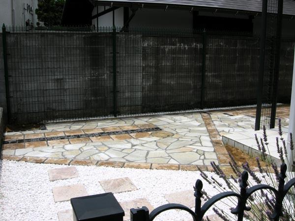 石貼りテラスのドライガーデン 市川市 写真