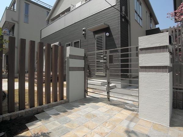 シンプルモダン外構と石貼りテラスのお庭 千葉県市川市 写真
