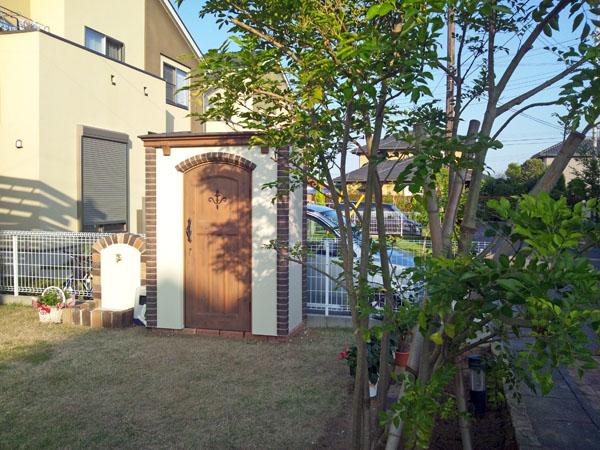 乱形石とレンガの門廻りとお庭のポーチテラス 取手市 写真