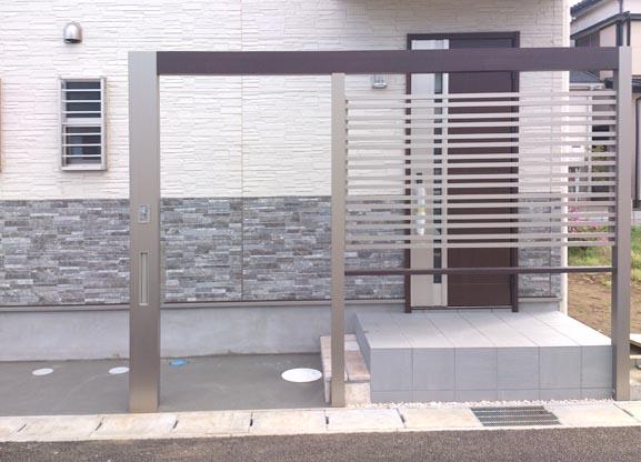 LIXIL Gフレームの玄関前目隠し兼門柱 千葉県鎌ヶ谷市 写真