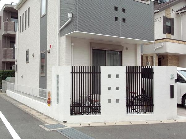 白壁とスクリーンの目隠し 千葉県市川市 写真