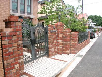 レンガと鋳物門扉の外構 市川市 写真
