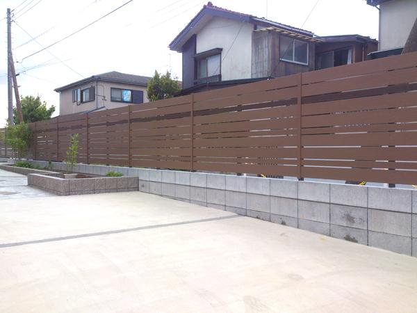 駐車場と庭の目隠し 千葉県市川市 写真