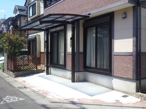 自転車置場の屋根 YKKapレイナポートREグラン 江戸川区篠崎町 写真