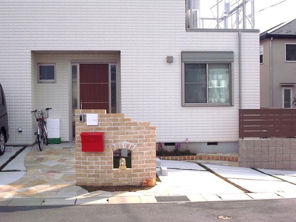 アンティークレンガの門柱のあるオープン外構 市川市 写真