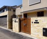 シャッターのある二世帯住宅 クローズ外構 文京区